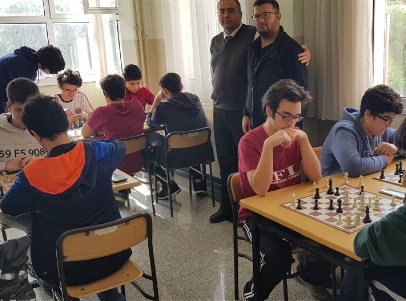 Satranç Takımı Seçme Turnuvası Devam Ediyor
