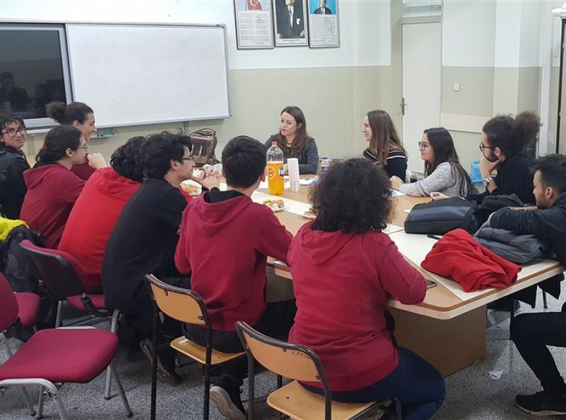 MUN Kulübü IFLMUN için Hazırlık Toplantısı Yapıyor